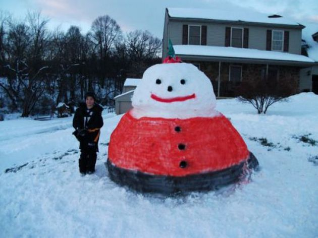 unusual snowmen01 Top 10 Winter Activities Indoors And Outdoors